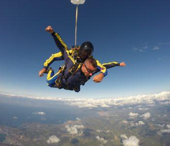 Slikanje skoka s padalom v tandemu zunanja kamera